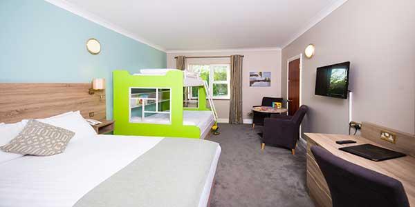 family-room-treacys-west-county-hotel
